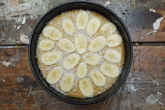 Banana and vanilla yoghurt cake